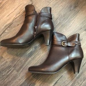 Beautiful booties! Great condition!